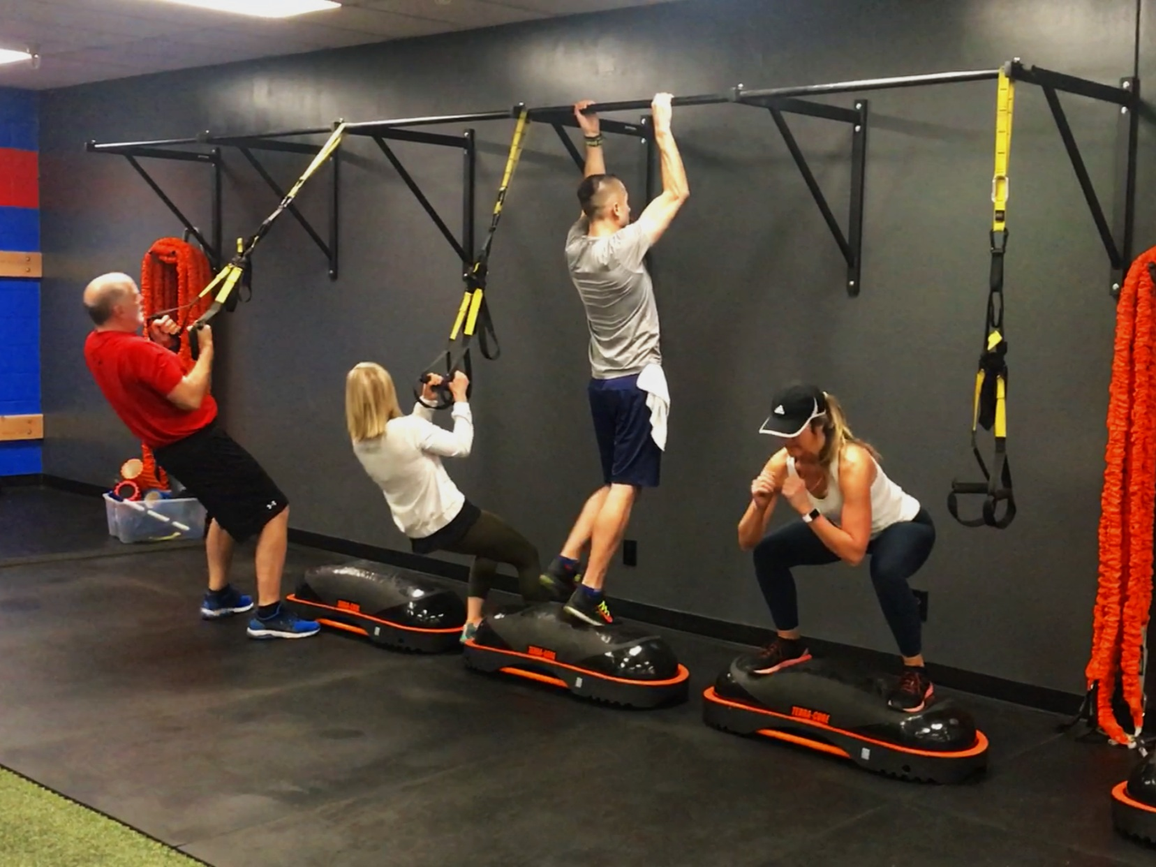 30 Min. Sessions - Fresh daily workoutscertified trainingstate-of-the-art equipment
