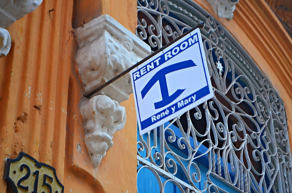 The sign for a 'casa' in Cuba