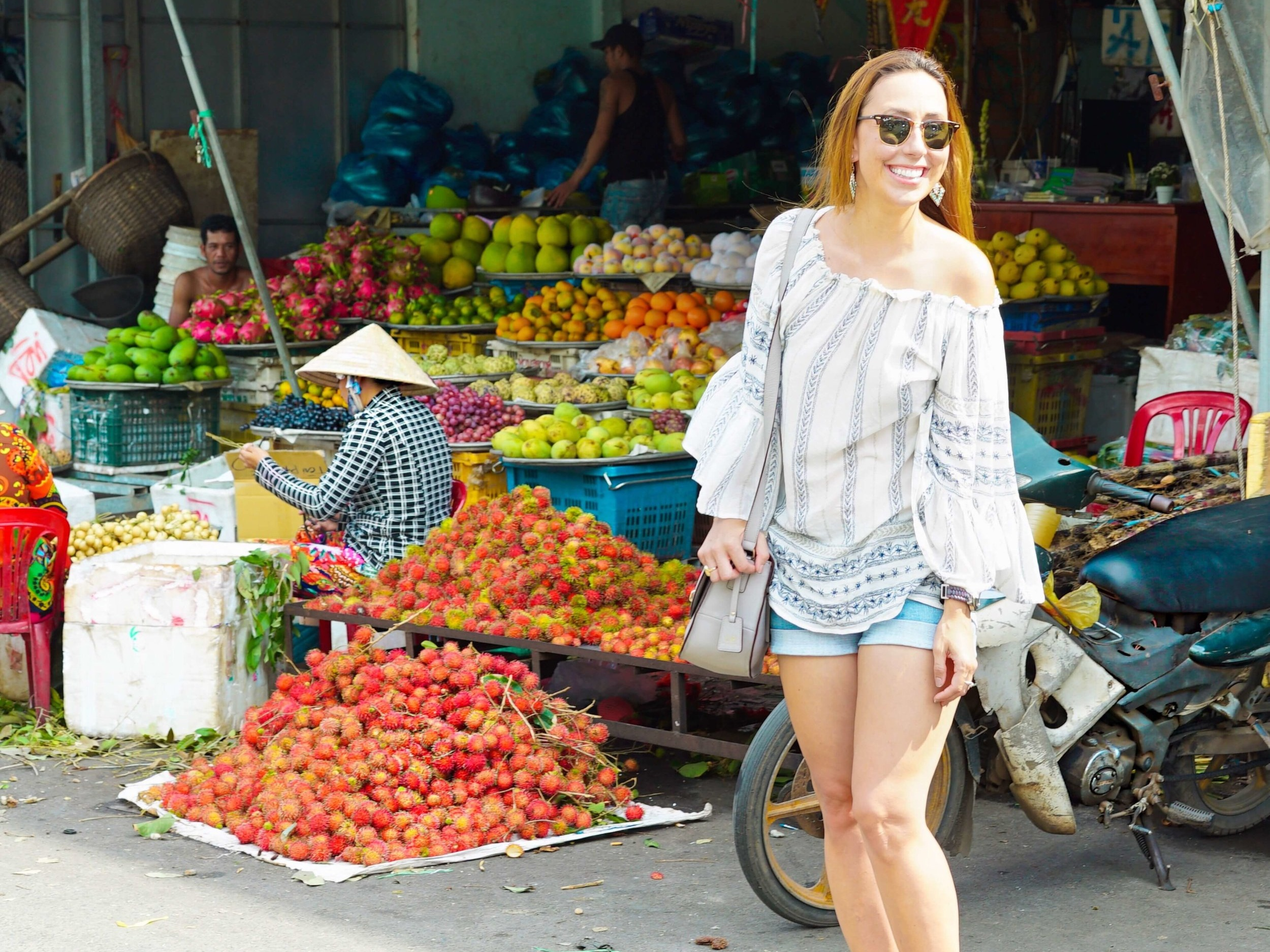 Traveling the world (Vietnam) with the best camera bag for women!