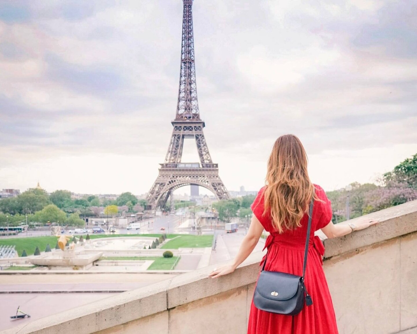 Traveling in Paris with my favorite travel & camera bag for women.