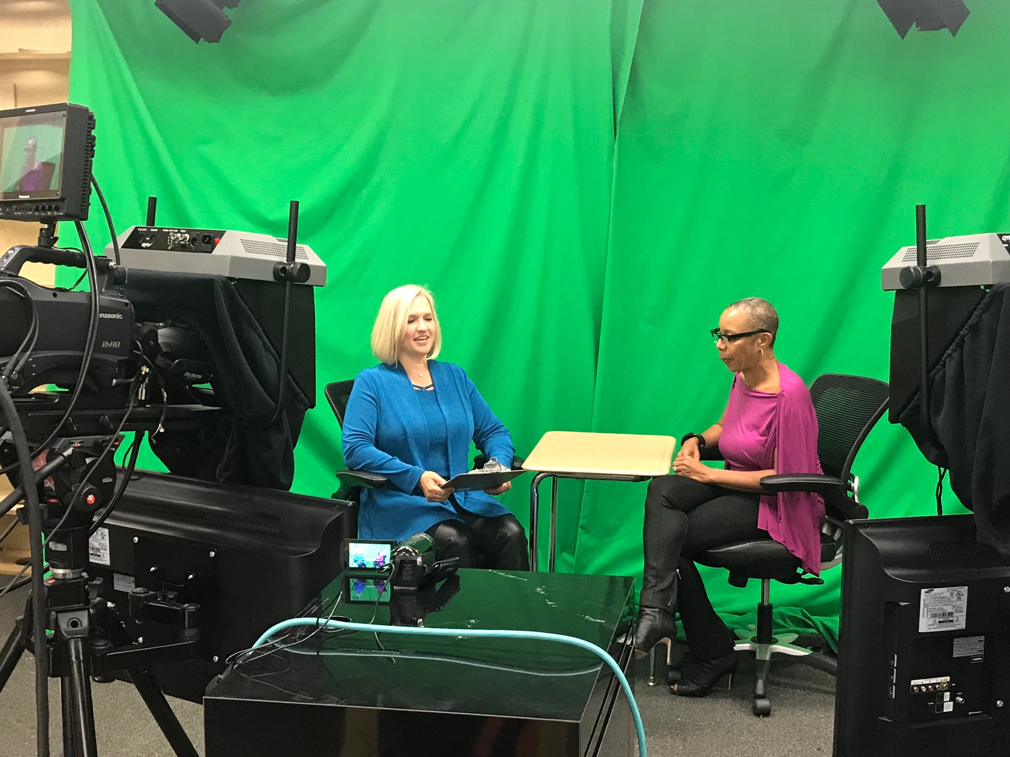 Career Corner - Career Corner is a talk show hosted by Heather Swift. She and her guests discuss career options at every stage of a person's career. Heather Swift is an SVP for RiseSmart, a Talent Mobility firm. She has over 20 years in partnering with HR and helping people excel in their careers, reinventing themselves and bringing purpose into work. Heather loves to share career success stories and help people navigate the ever-changing world of work.