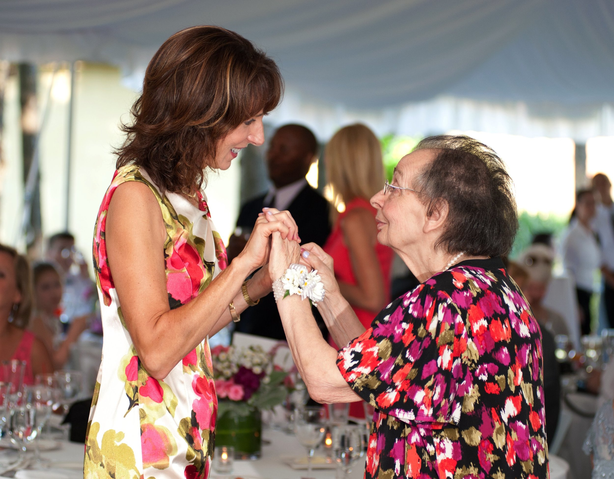 - Specialized services for families caring for a loved one with Alzheimer's/dementia.