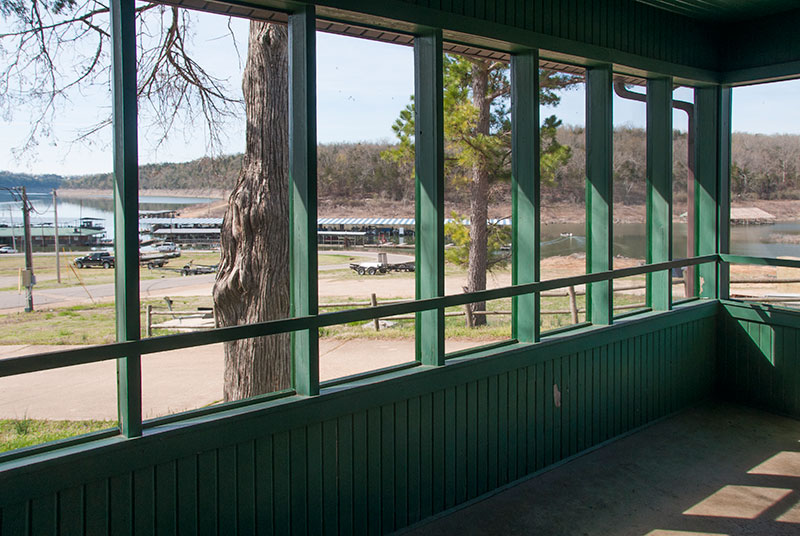 Bull Shoals Lake vacation rental house-screened in porch