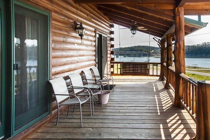 Bull Shoals Lake family reunion rental lodge_front porch