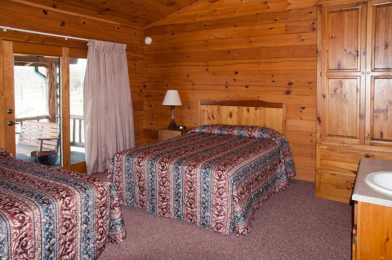 Bull Shoals Lake family vacation_Otter Creek Lodge bedroom