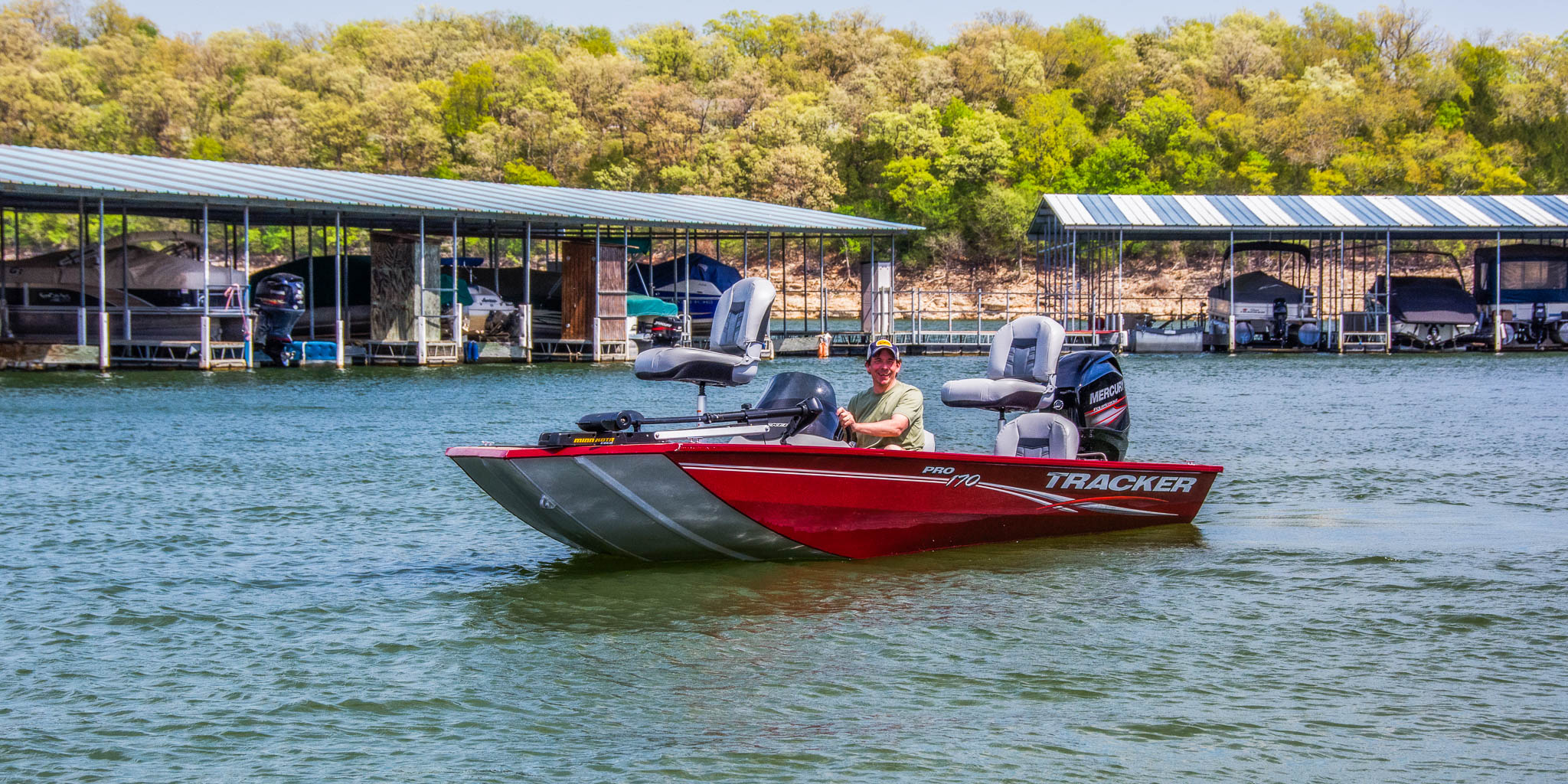 Bull Shoals lake rental boat - 17 ft fishing boat