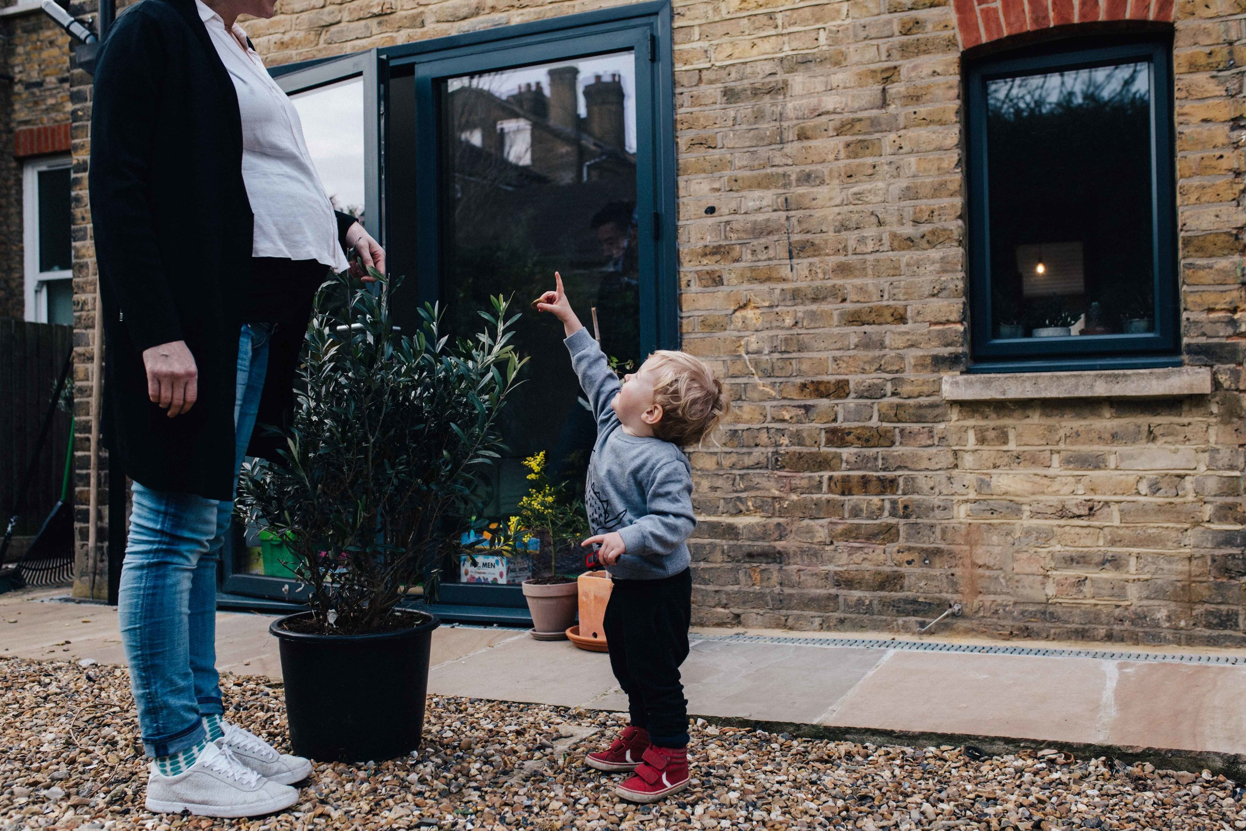 London family photography - little boy pointing finger to the sky during family photoshoot