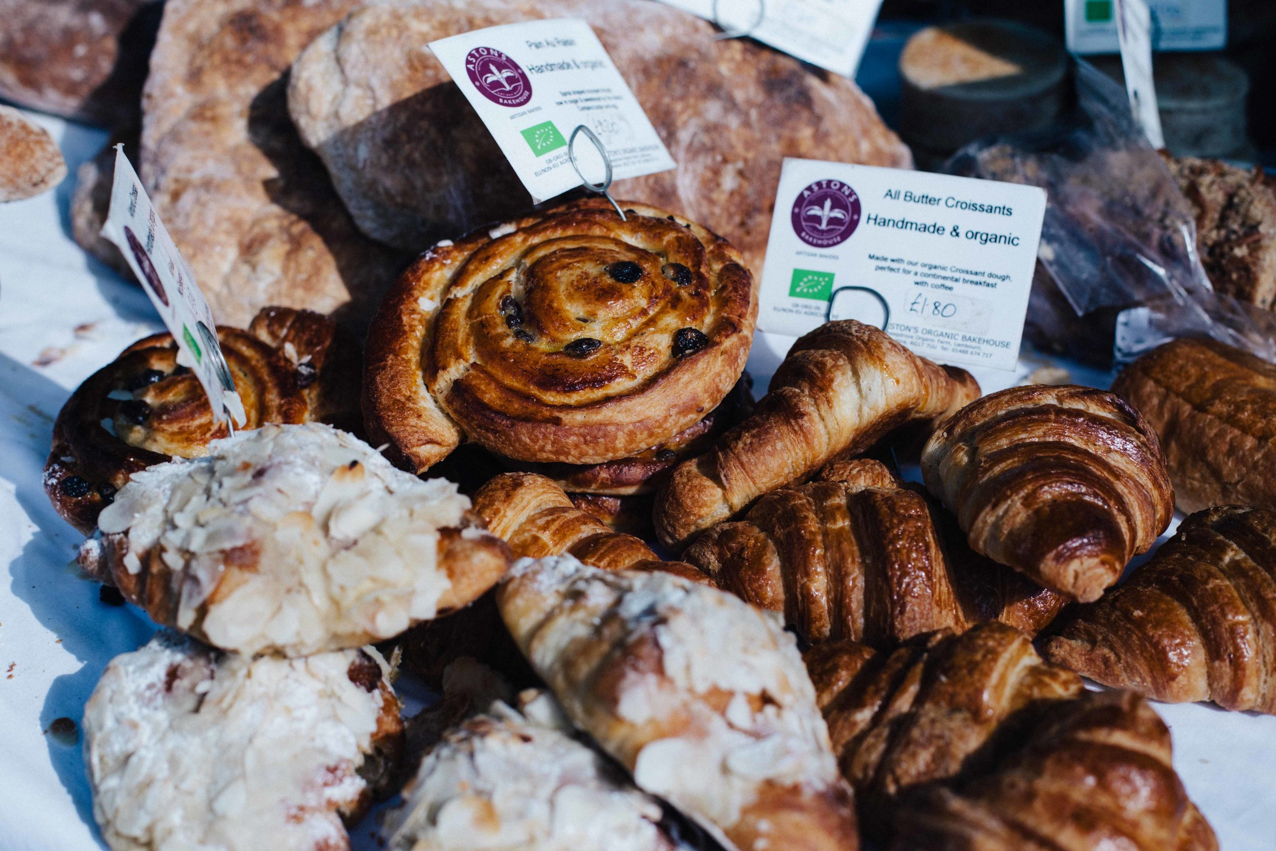 After this tropical heat, we headed to the Saturday's food market with suppliers of fresh and homemade produces: - we couldn't resist the compotes, the falafel stand, fresh bread and croissants and we sat in the sunshine eating our lunch, like real Southerners do.