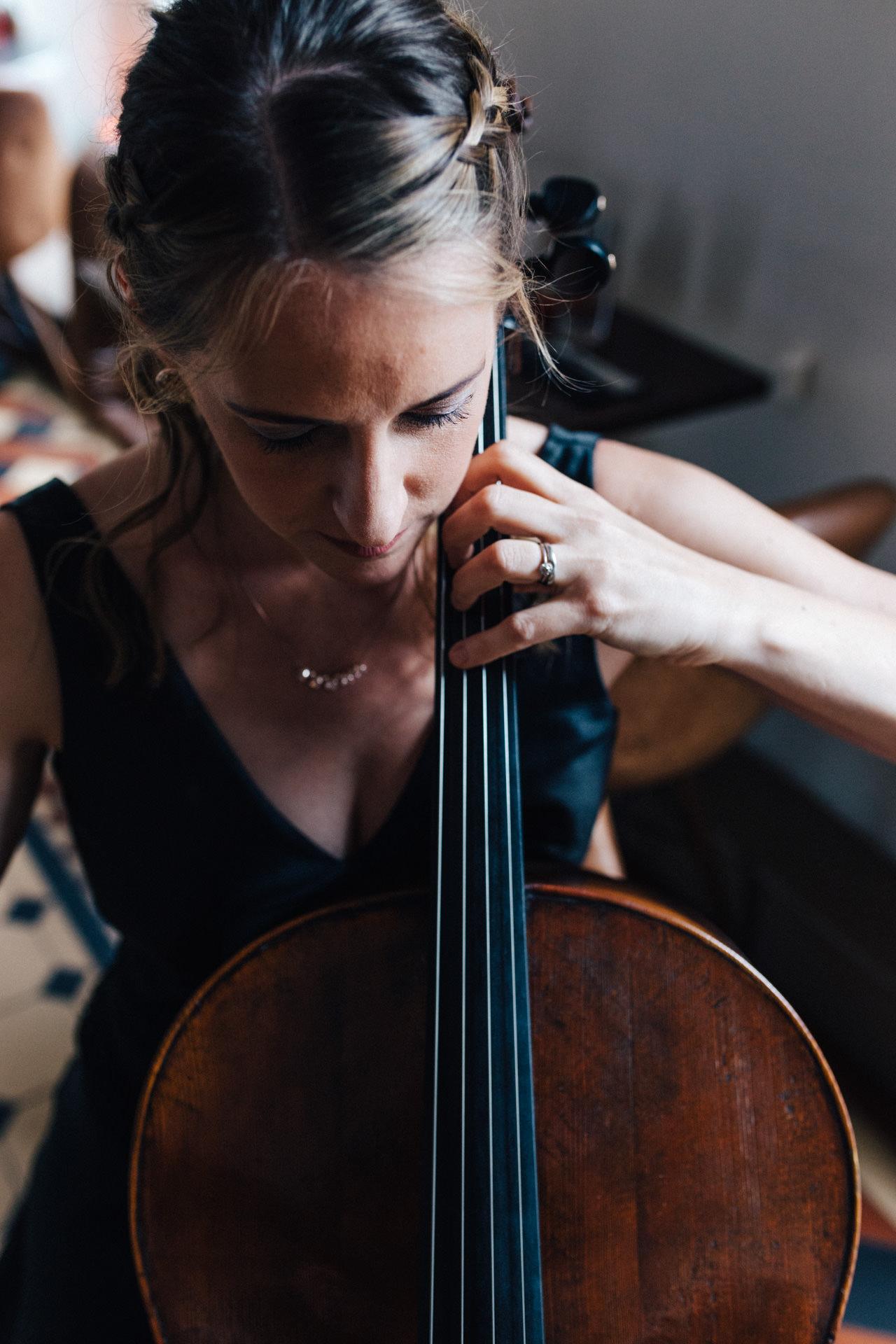 Portrait of cellist Katherine Jenkinson by Marion & You Photography