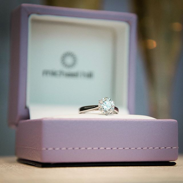 Photographed at the @michaelhillj @cfsherway location this weekend 💍 You could win an engagement session with yours truly by stopping by! Some truly beautiful pieces ✨ #engagementring #weddingring #jewelry #ring #necklace #earrings #bracelet #diamond #diamonds #michaelhill #couple #engagement #love #wedding #jewelrydesigner #sparkle #photo #photography #photographer