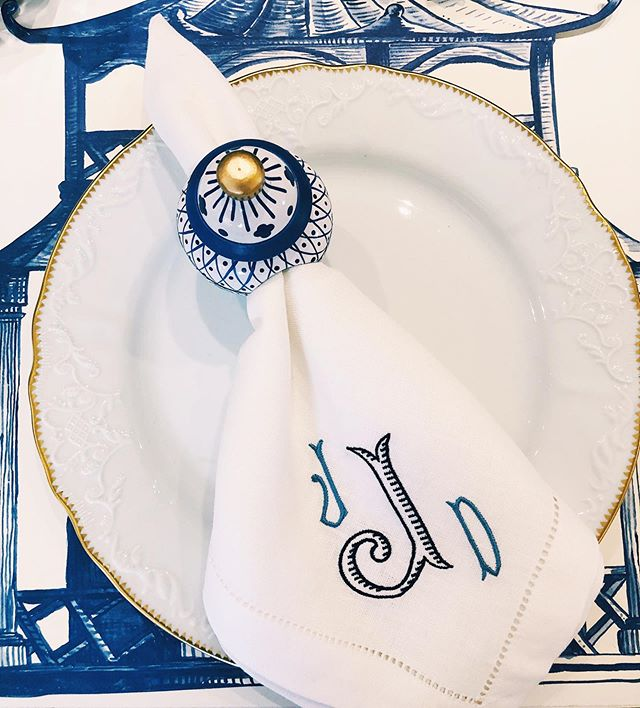 Order Mom something special & personalized just for her this Mother's Day! #themonogrammedhome #monogrammed #dinnernapkins #blueandwhite #monogrammonday