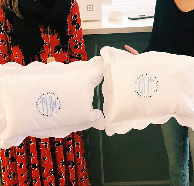Twin Babies get Twin Boudoir Pillows! 💙💙 #themonogrammedhome #doublethefun #twins #scallops #babygifts