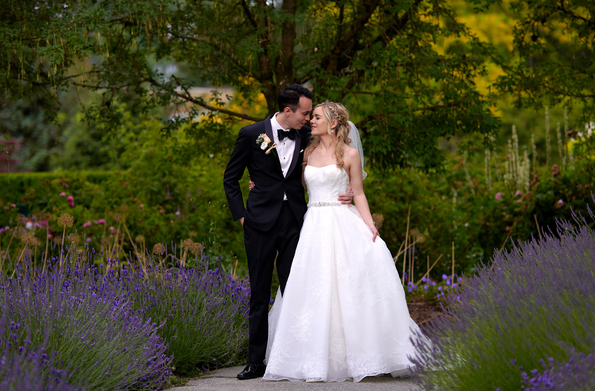 Wedding photographer Vancouver at Van dusen garden