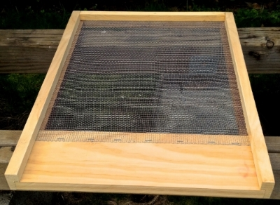 "Screened bottom board, Bridgetown Bees own pragmatic design, assembled (10-frame,1 1/2"" x 19 7/8"" x 16 1/4"")     We use this bottom board for combining colonies and introducing swarms and new queens."