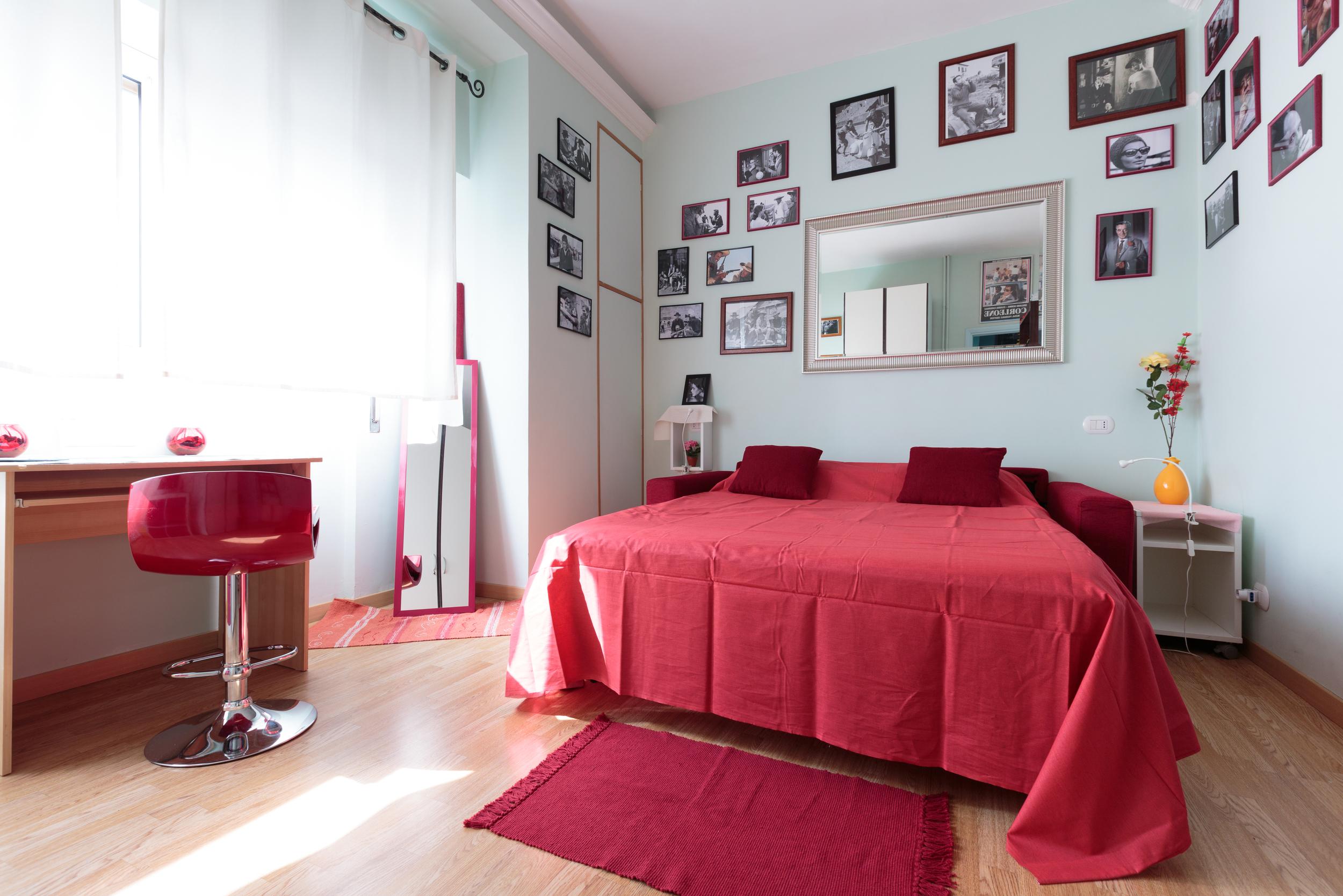 redroom1.jpg