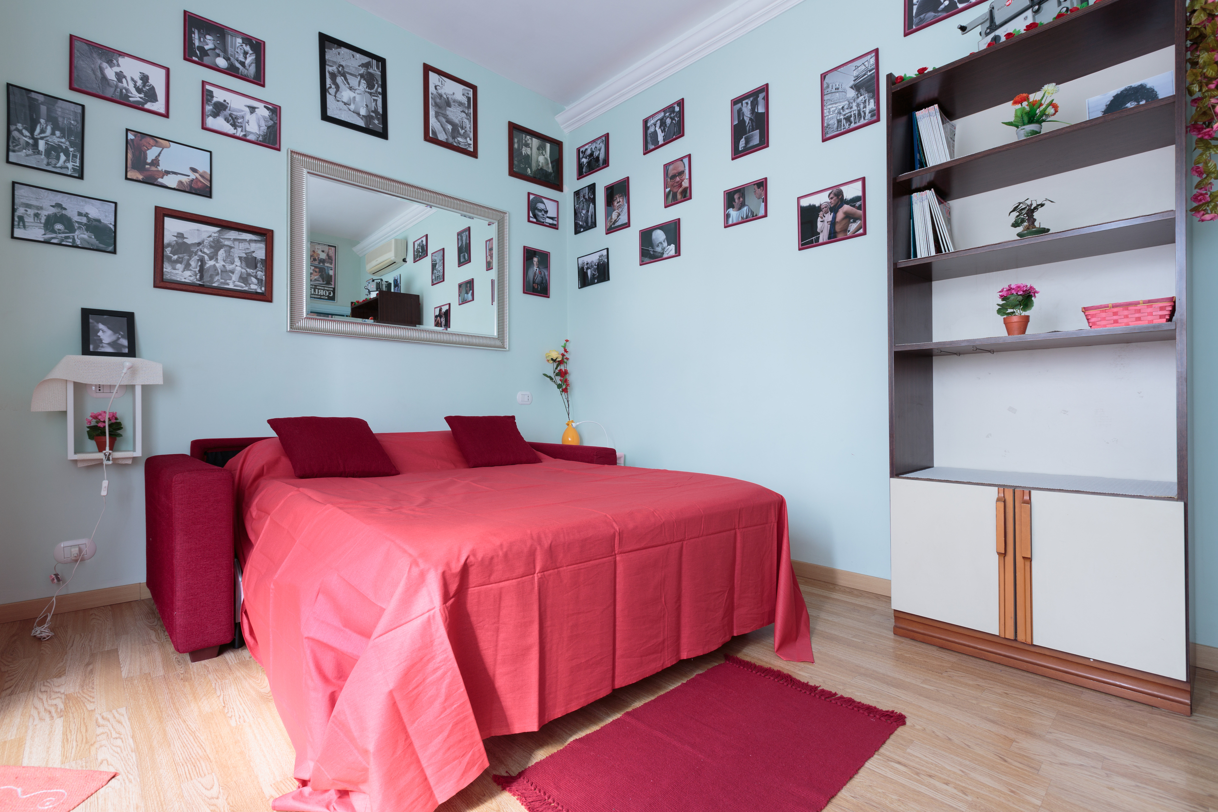 redroom2.jpg