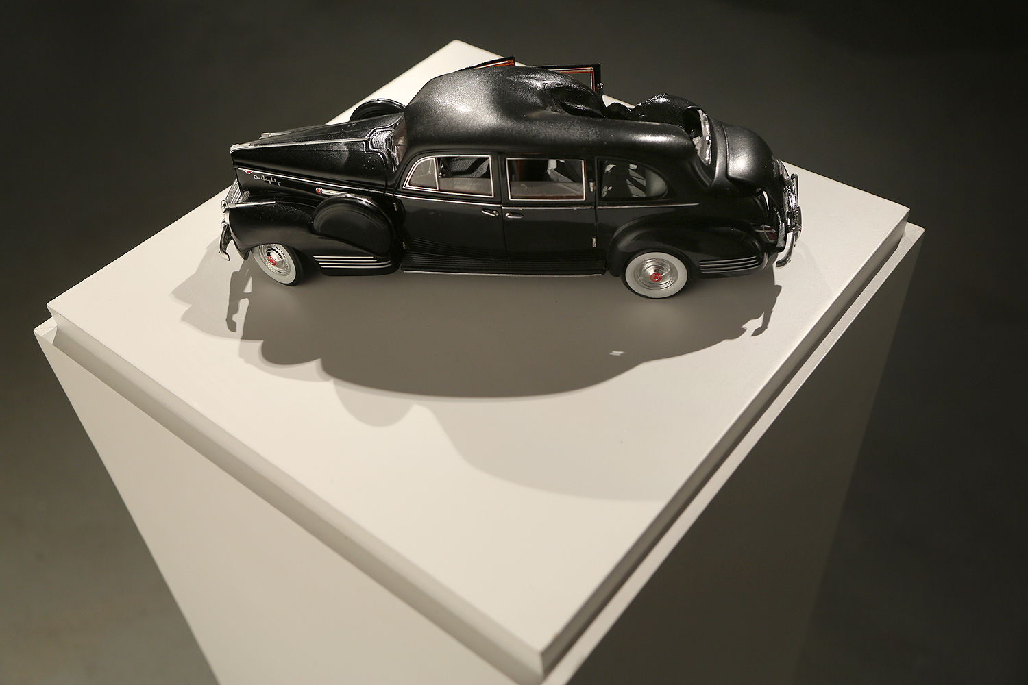Evelyn McHale, 2015, sound and sculpture installation. 13 x 3.9 in. 33 x 10 cm.