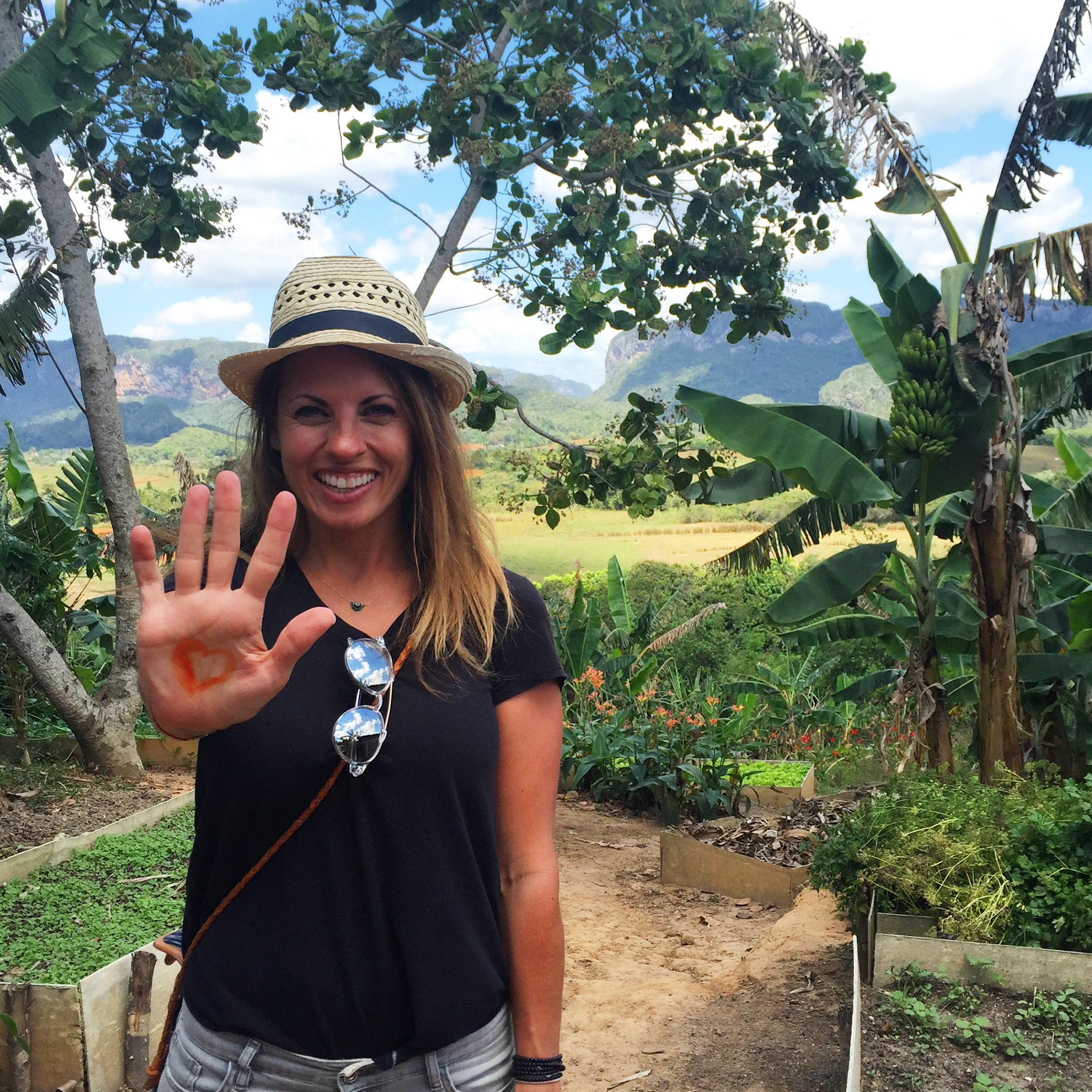 Drawing hearts on my hand with saffron at the organic farm in Viñales