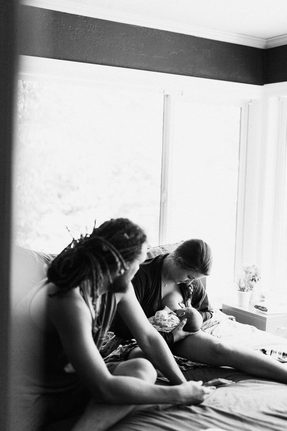 black-and-white-portrait-of-first-time-mother-breastfeed-newborn-son-in-ogden-utah
