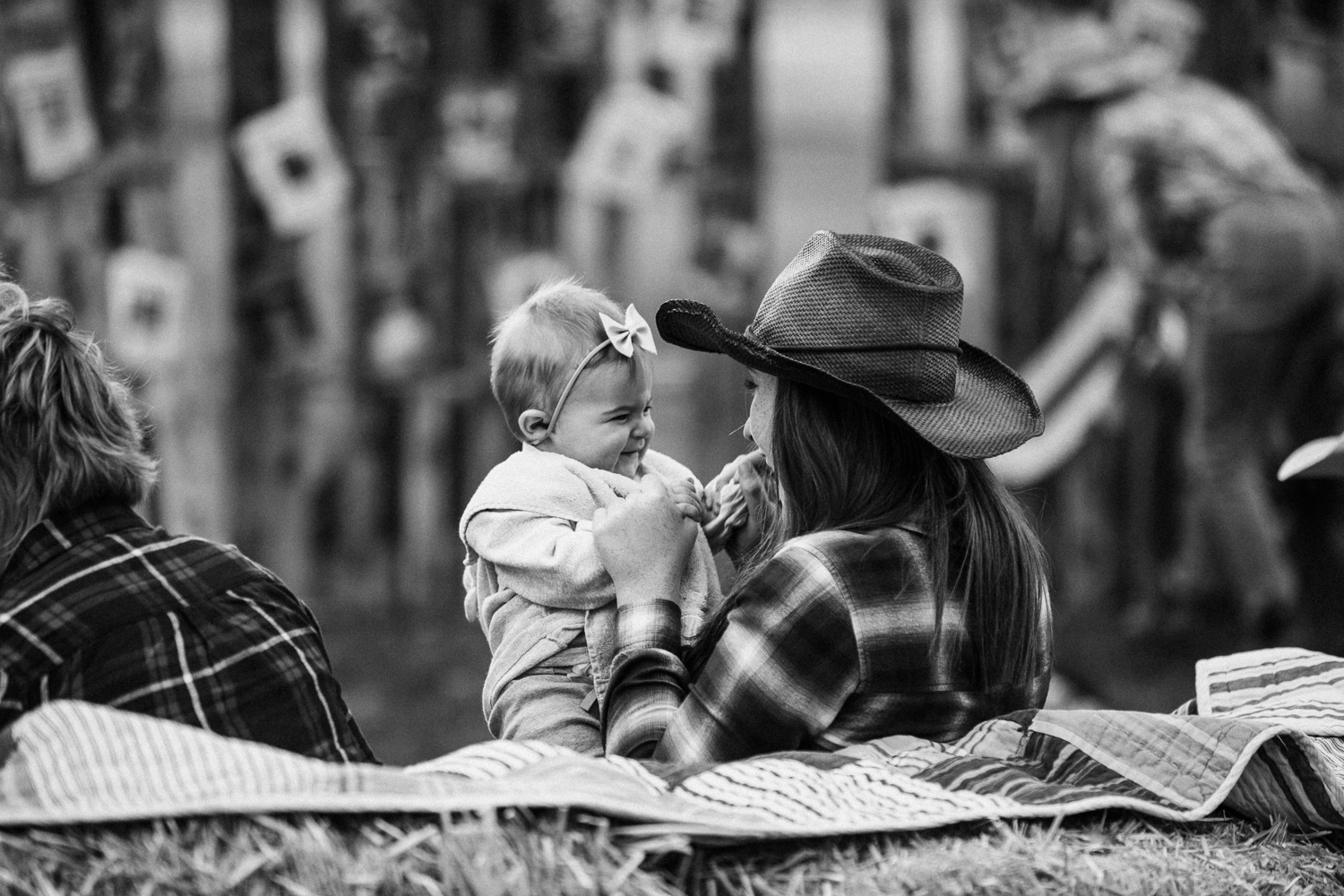 candid-black-and-white-family-photo-heber-utah