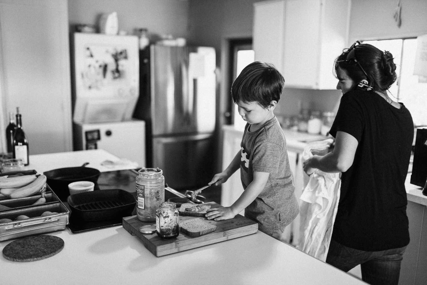 boy-making-sandwich-in-the-home-family-photojournalism-san-diego-california