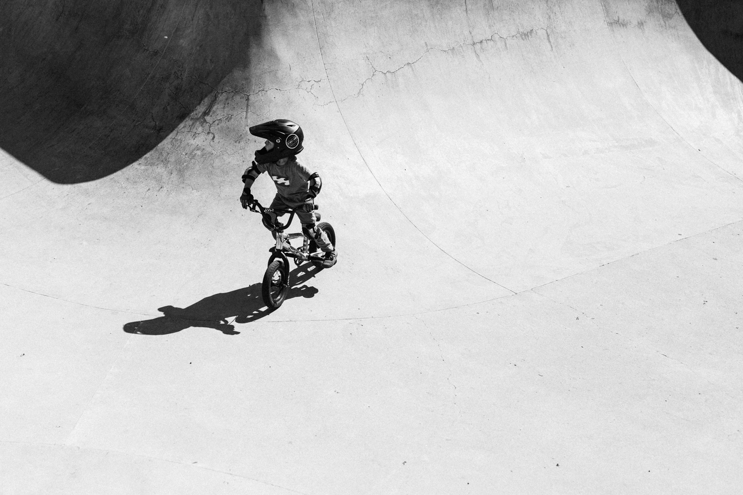bmx-grom-in-bowl-poway-ca-day-in-the-life-photo-session