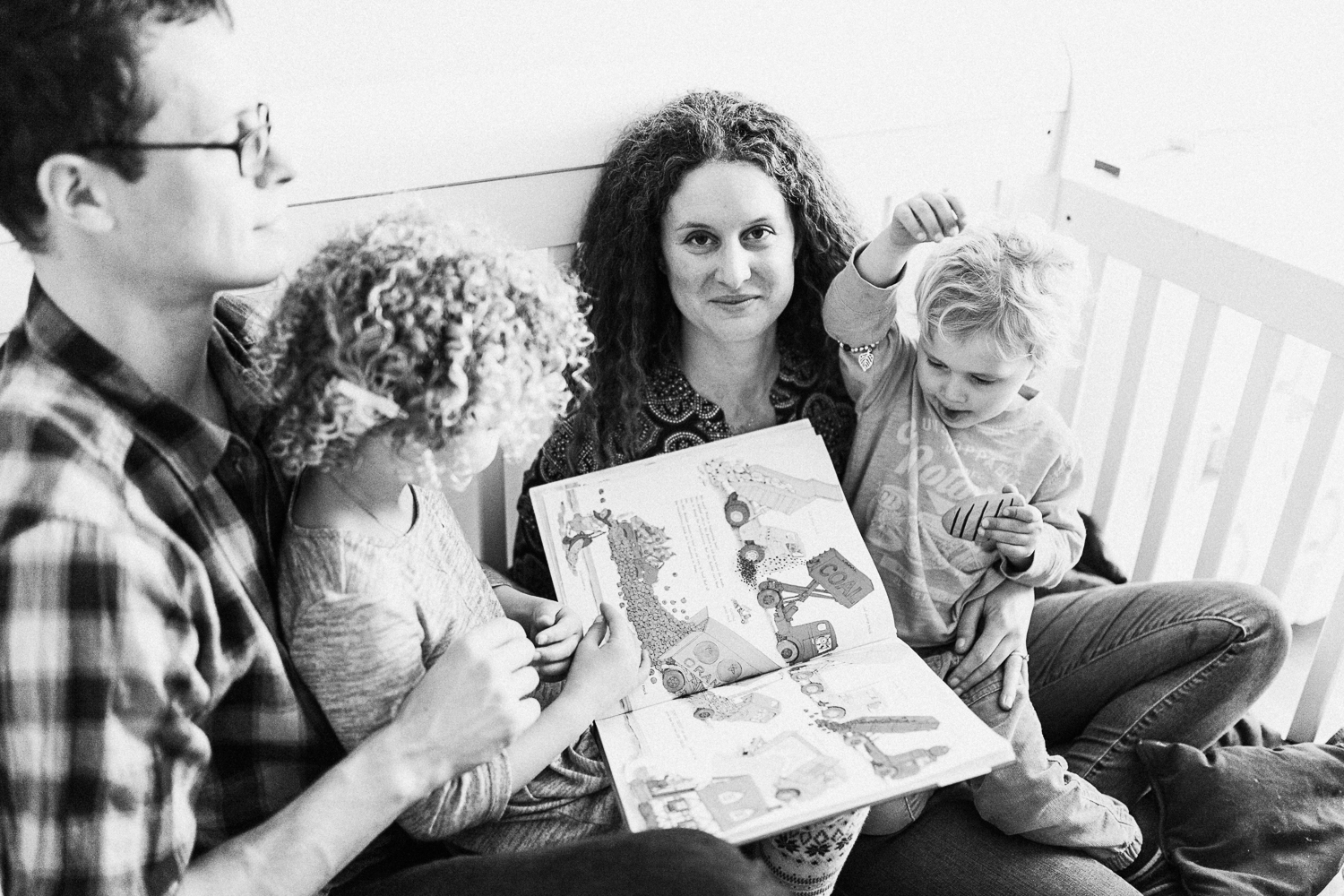 artistic-and-intimate-photos-of-family-at-home-lifestyle-photography-slc-ut