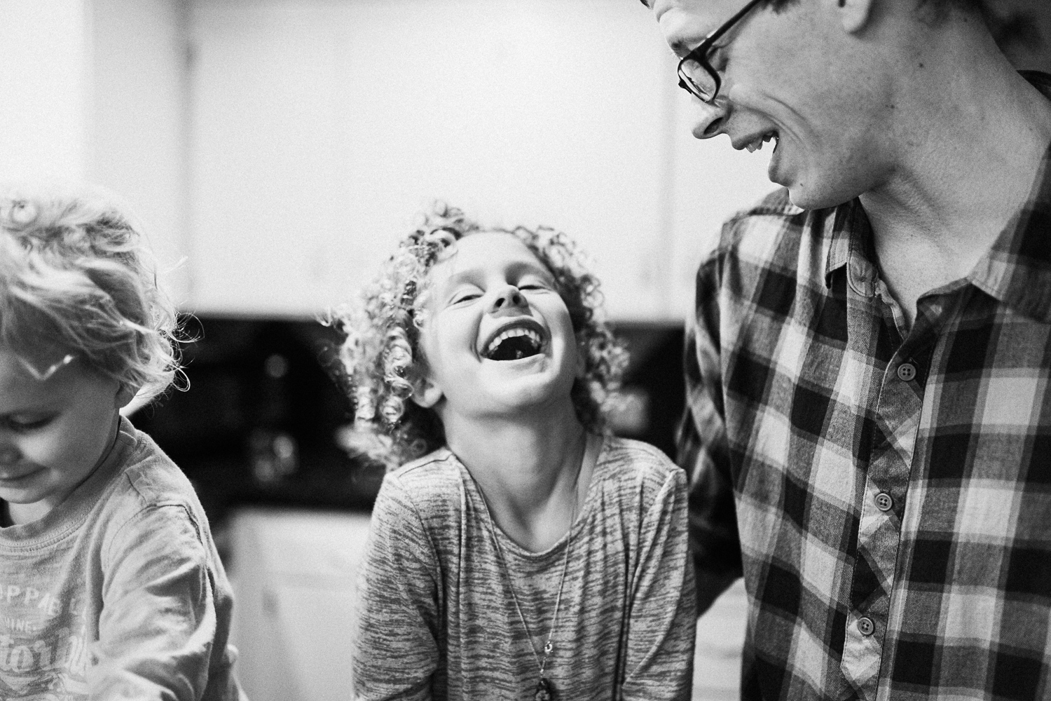 candid-and-raw-photo-of-little-girl-laughing-at-in-home-family-photography-session-millcreek-utah