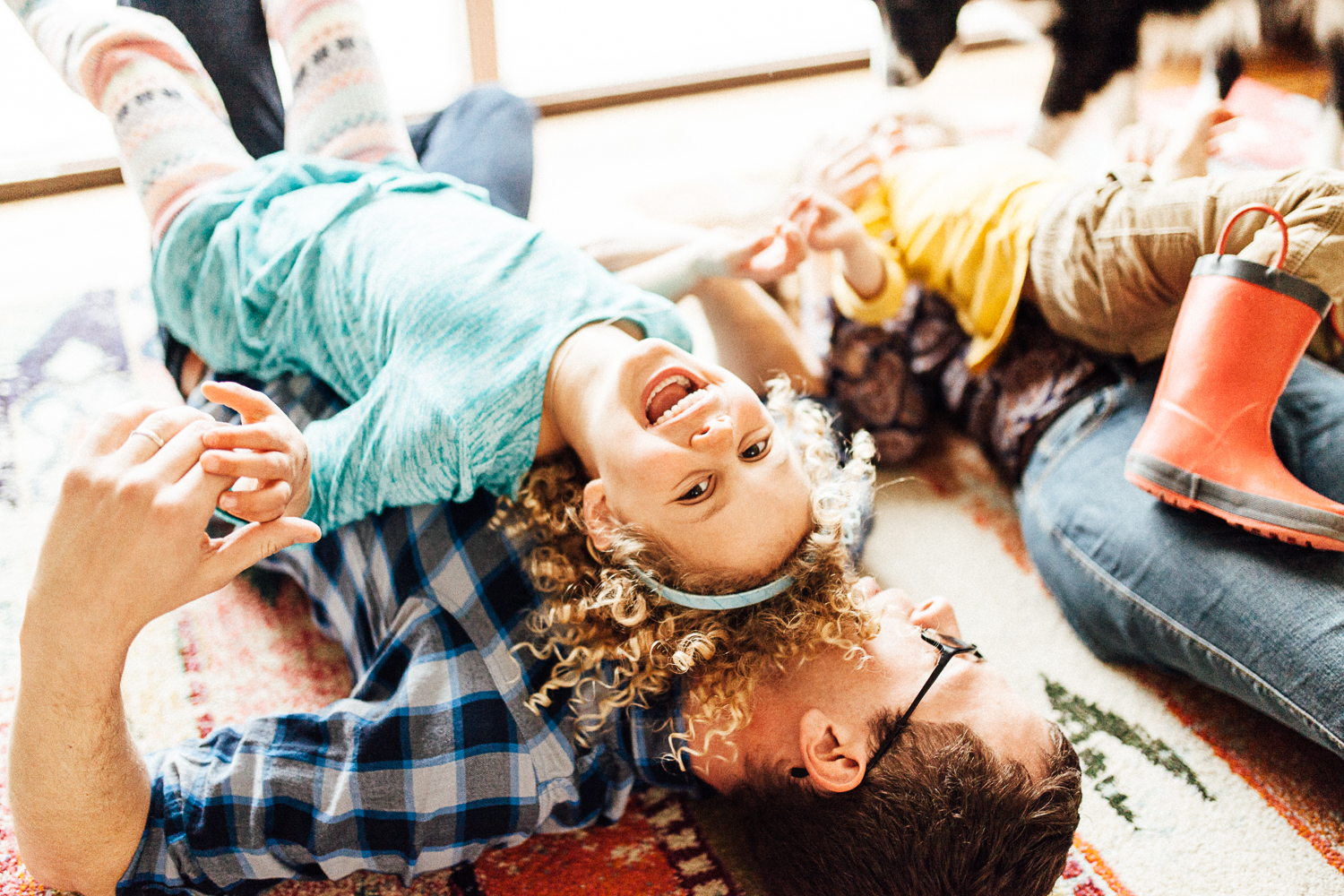 candid-and-natural-family-photograph-at-home-photography-by-jen-fairchild-salt-lake-city-utah