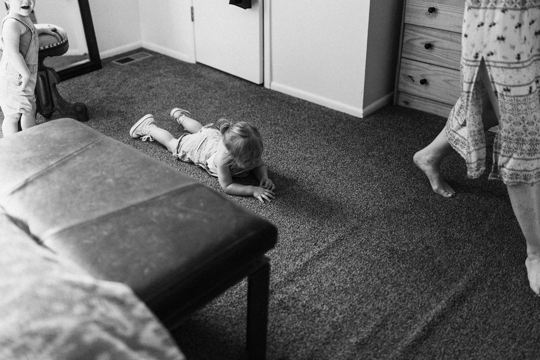 little-girl-having-meltdown-at-home-during-lifestyle-session-with-jen-fairchild-slc-utah