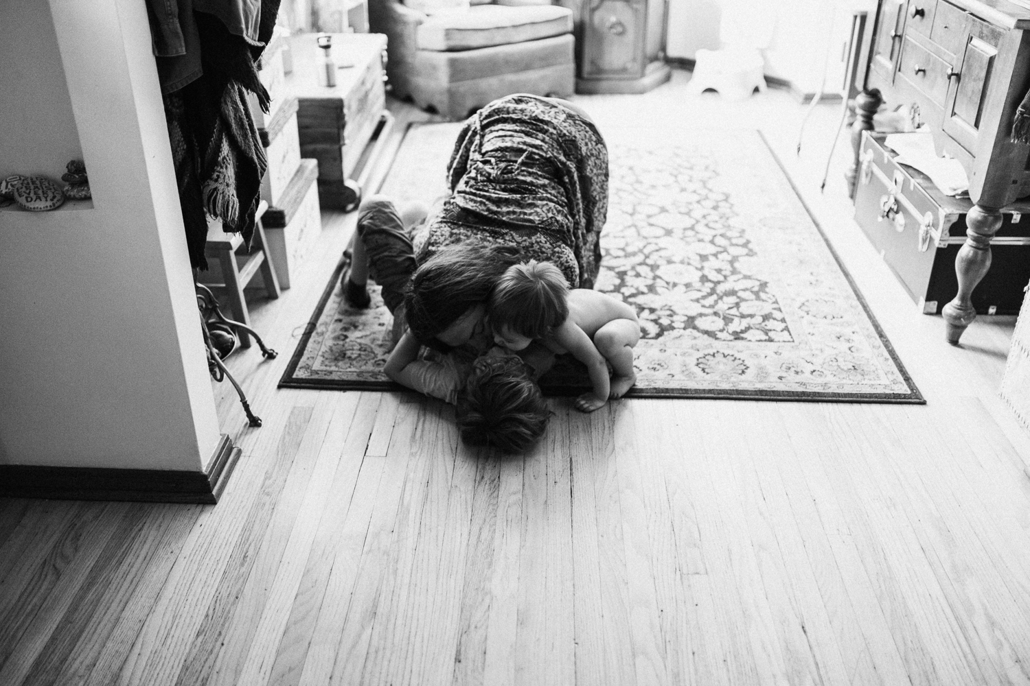 mother-and-children-playing-kissing-smooching-in-home-family-photo-sessions-with-jen-fairchild-photography-salt-lake-city-utah