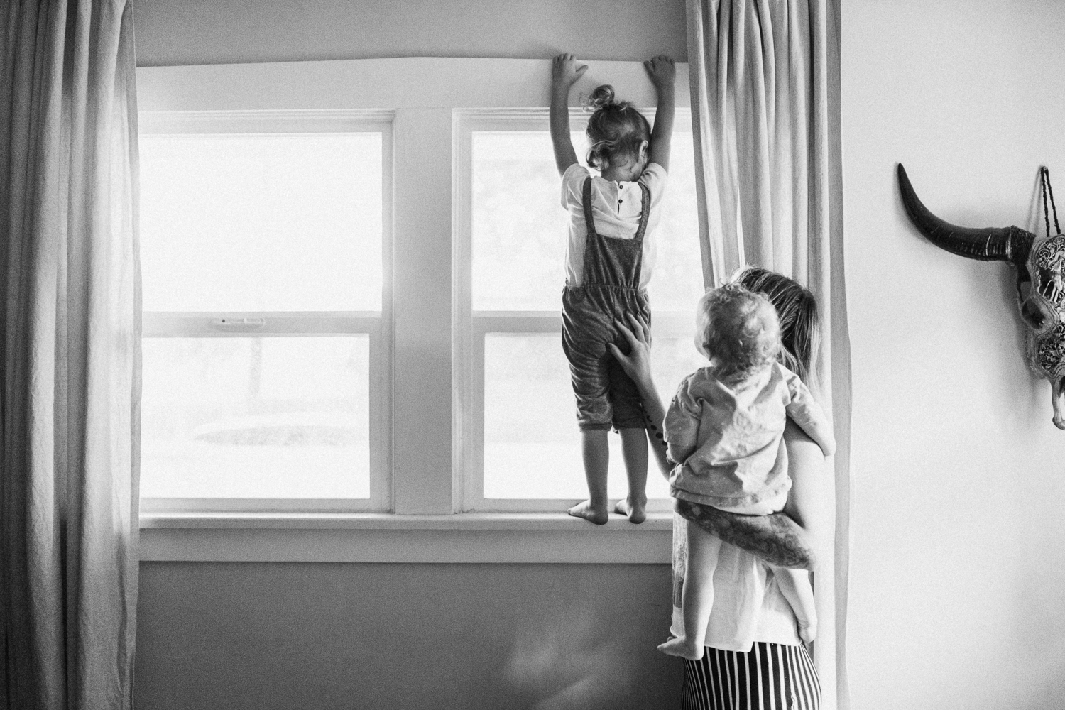 clean-and-artistic-black-and-white-photo-of-mother-and-children-during-in-home-session-with-jen-fairchild-slc-utah