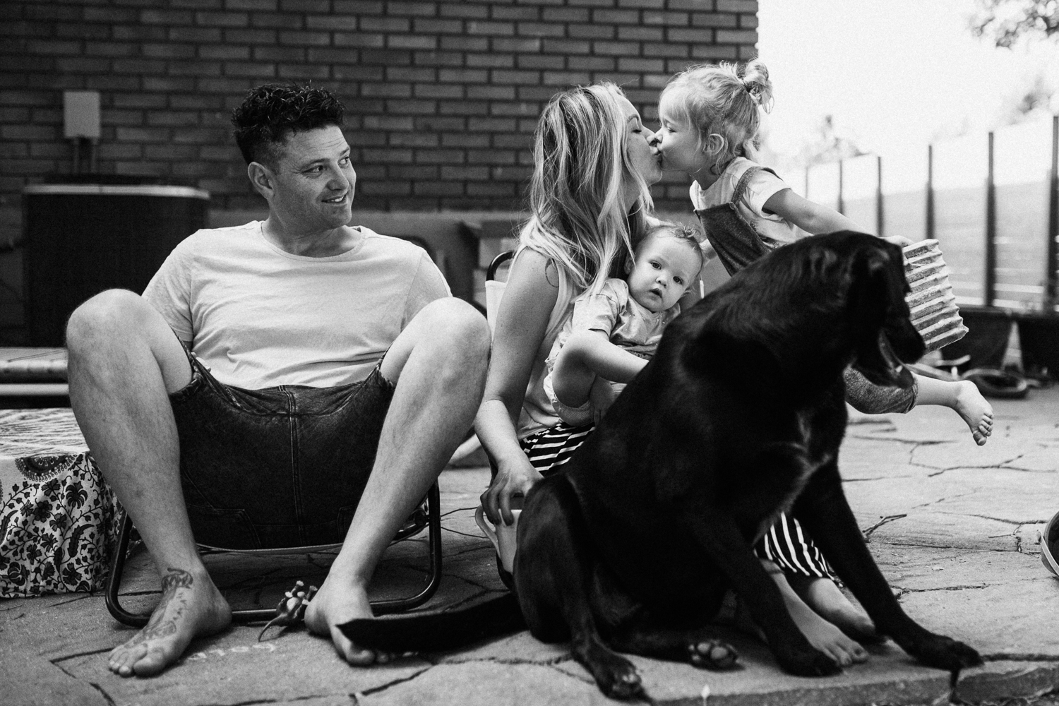 candid-photo-of-family-in-backyard-during-in-home-session-with-jen-fairchild-photo-slc-utah