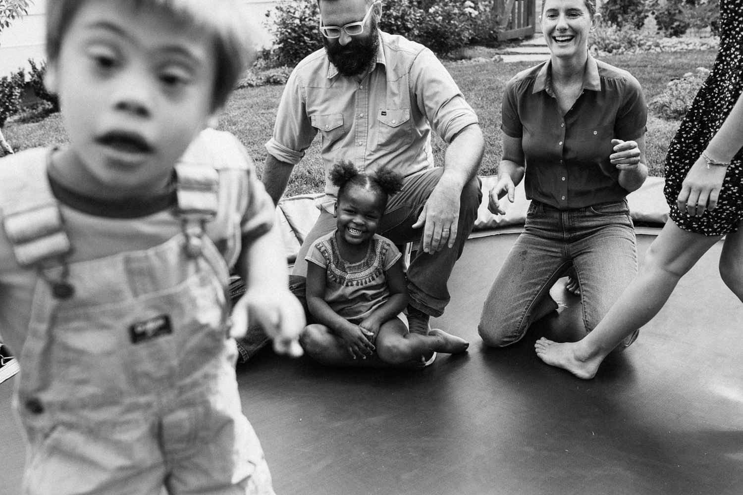 natural-and-artistic-family-photo-on-trampoline-salt-lake-utah