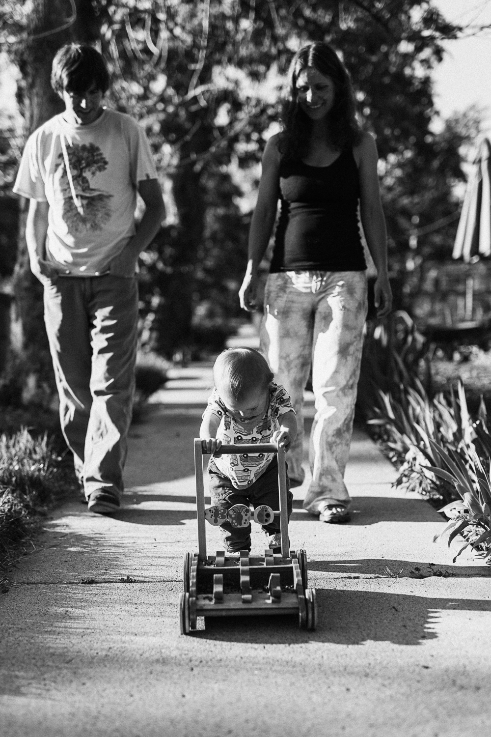 natural-and-artistic-black-and-white-family-photo-south-salt-lake-utah