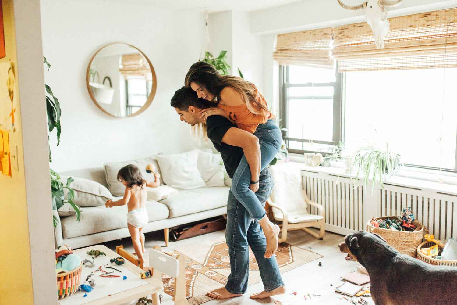 natural-and-artistic-piggy-back-ride-in-living-room-during-at-home-session-with-jen-fairchild-photography-new-york-city-ny