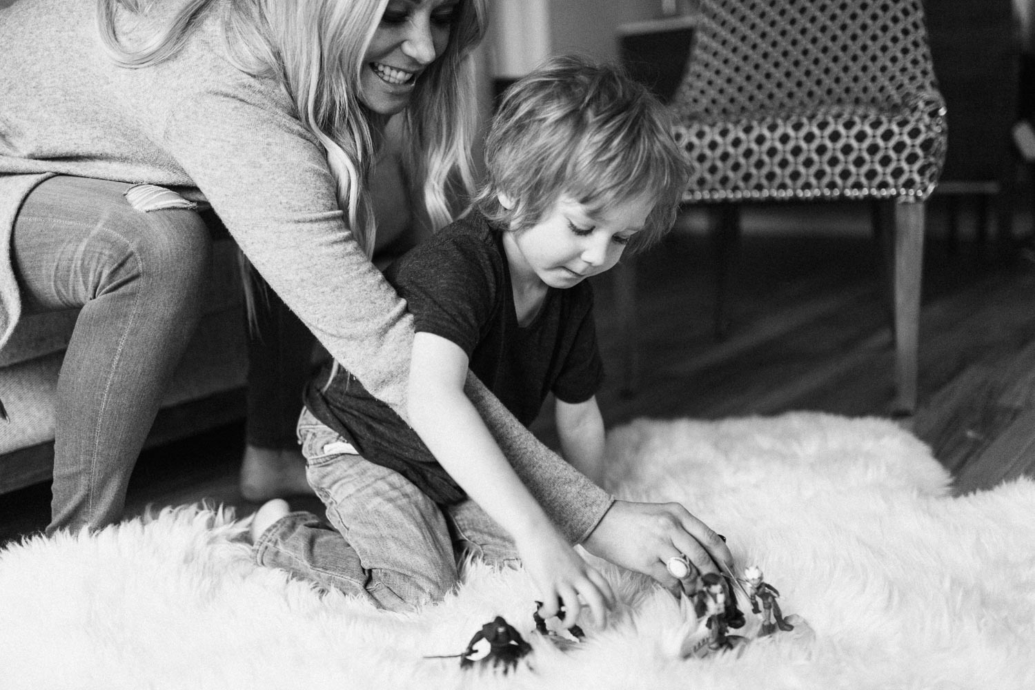 candid-black-and-white-photo-mother-and-son-playing-together-holladay-utah