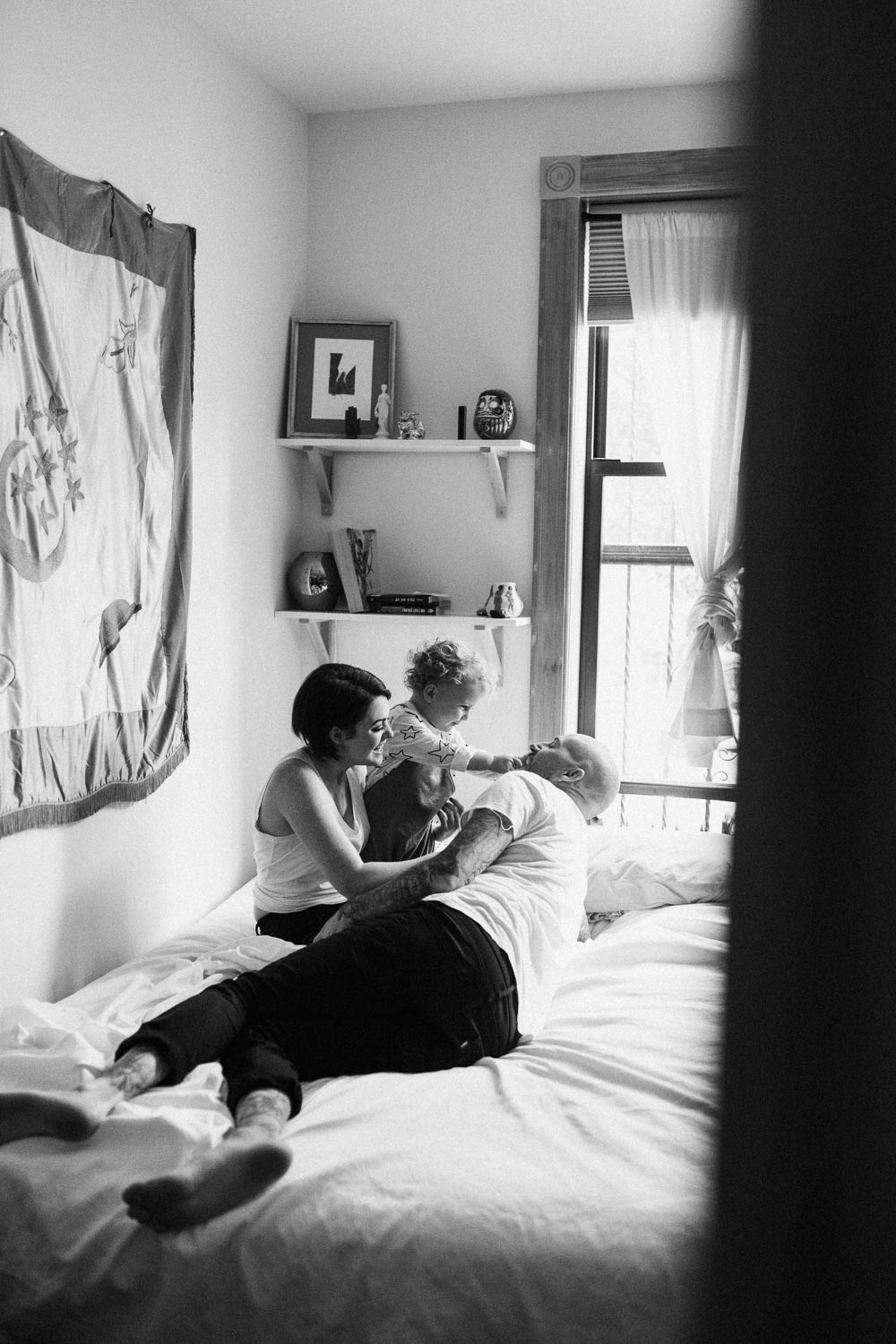 natural-and-artistic-intimate-happy-family-playing-and-snuggling-on-bed-during-in-home-session-with-jen-fairchild-photography-salt-lake-ut