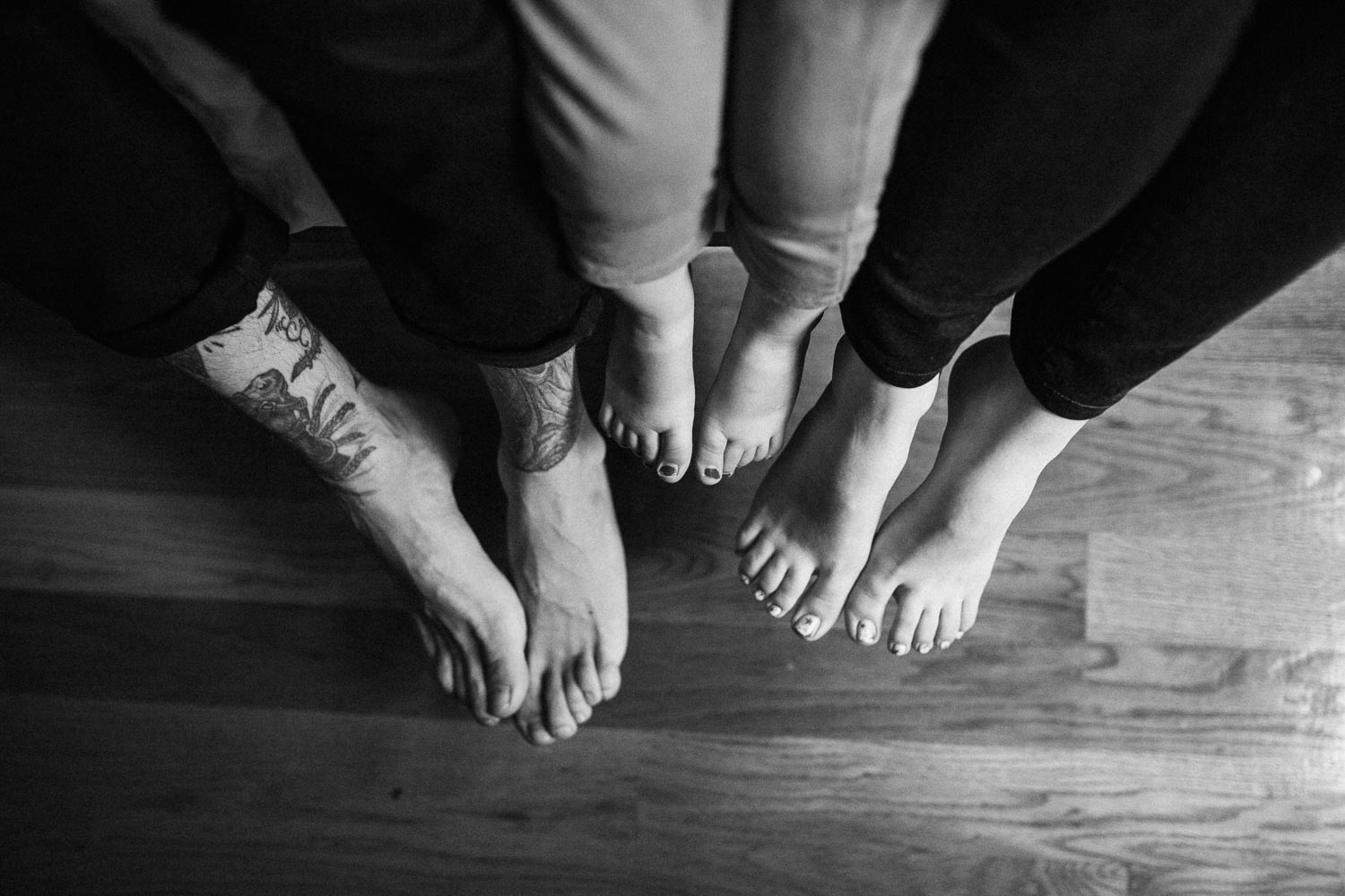 natural-and-artistic-black-and-white-photo-of-family-feet-sugarhouse-ut