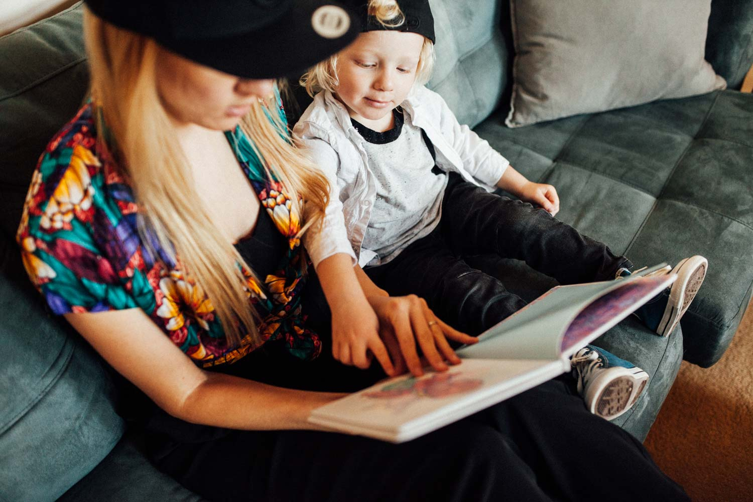 candid-and-natural-mother-and-child-reading-during-in-home-session-with-jen-fairchild-photography-draper-utah