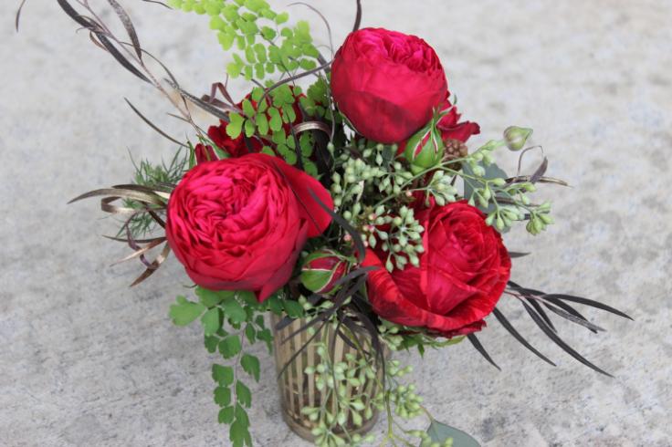 red rose centerpiece garden style