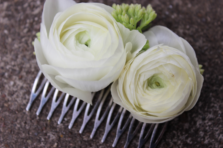 ranunculus lush floral comb flowers to wear