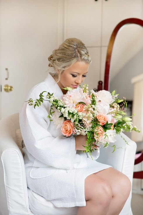 bride blush pink peach bouquet east fork esate wedding sophisticated floral