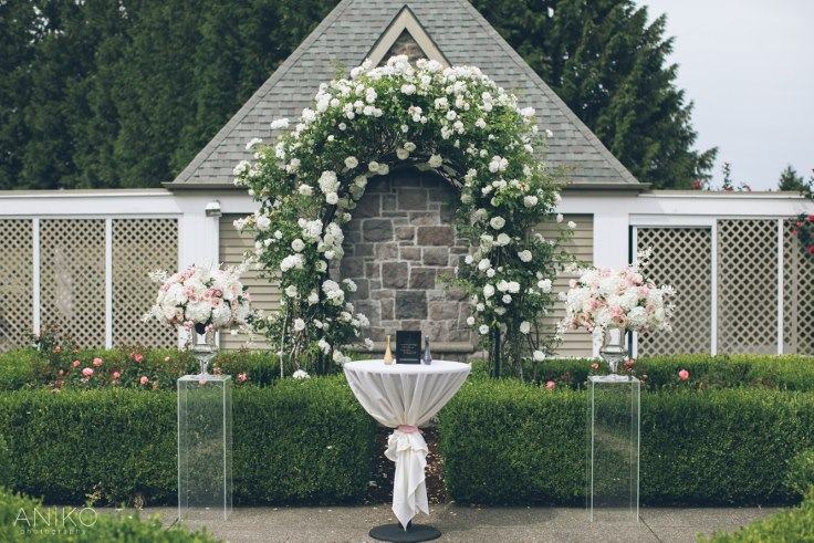 sophisticated floral designs portland oregon wedding florist-oregon-golf-club-wedding-aniko (24).jpg