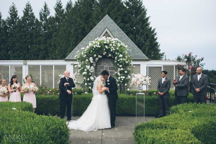 sophisticated floral designs portland oregon wedding florist-oregon-golf-club-wedding-aniko (27).jpg