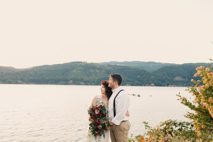 sophisticated floral designs portland oreogn wedding florist elopement cascade locks dark moody cascade bridal bouquet