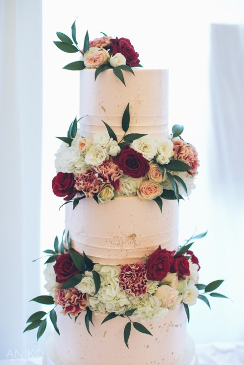 sophisticated floral designs portland oregon wedding florist oregon golf club aniko productions lux sucre cakes