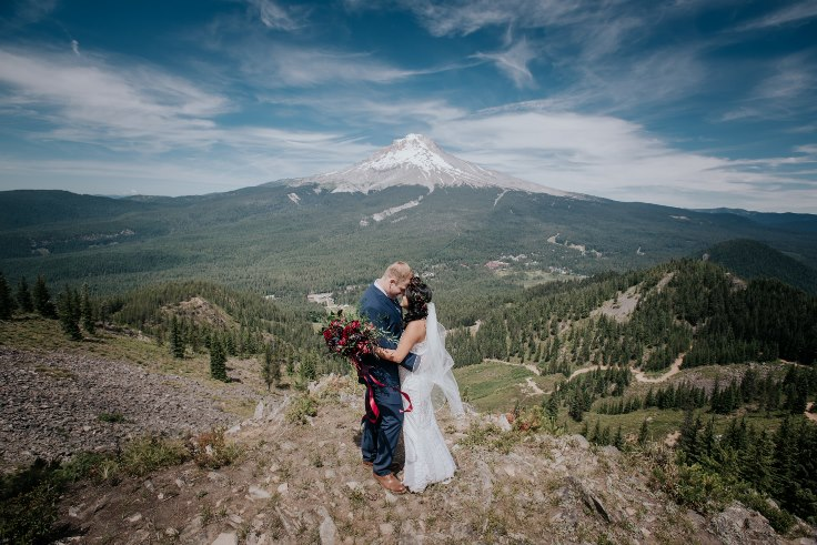 sophisticated floral designs portland oregon wedding florist powers photography mt hood wedding ski bowl (37) (736x491).jpg