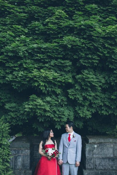 sophisticated floral designs portland oregon wedding florist aniko productions photography red bridal dress (12) (490x735).jpg