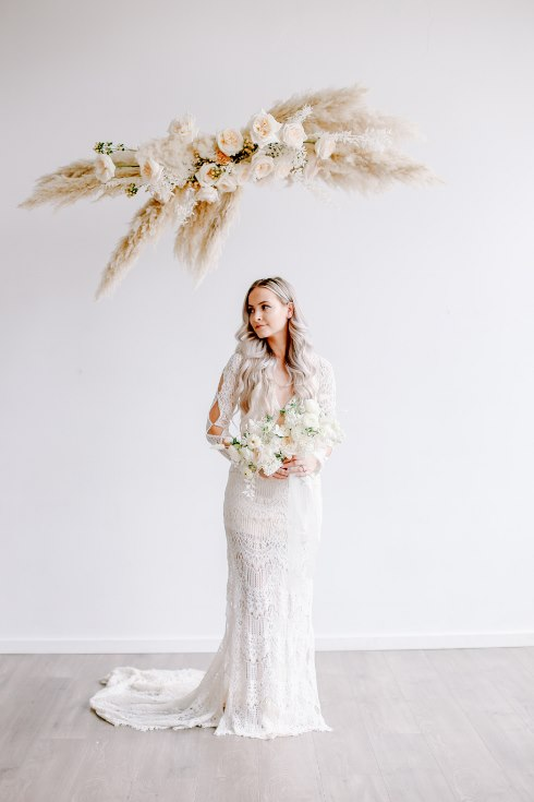 sophisticated floral designs portland oregon wedding florist spotted still photography boho modern fine art pampas  grass bleached flowers (14) (490x735).jpg